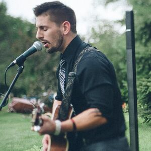 Milwaukee, WI Acoustic Guitarist | Bret Huotari
