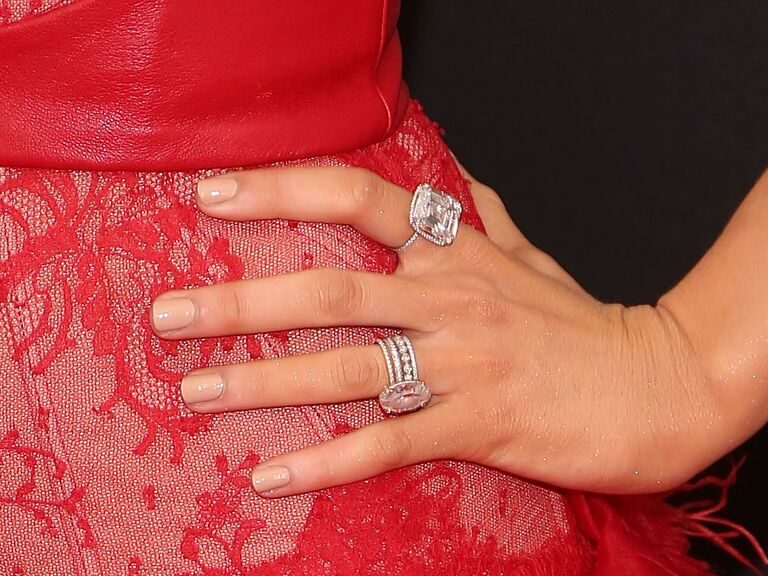 Blake Lively Wedding Ring.Blake Lively S Engagement Ring Is Her Most Treasured Possession