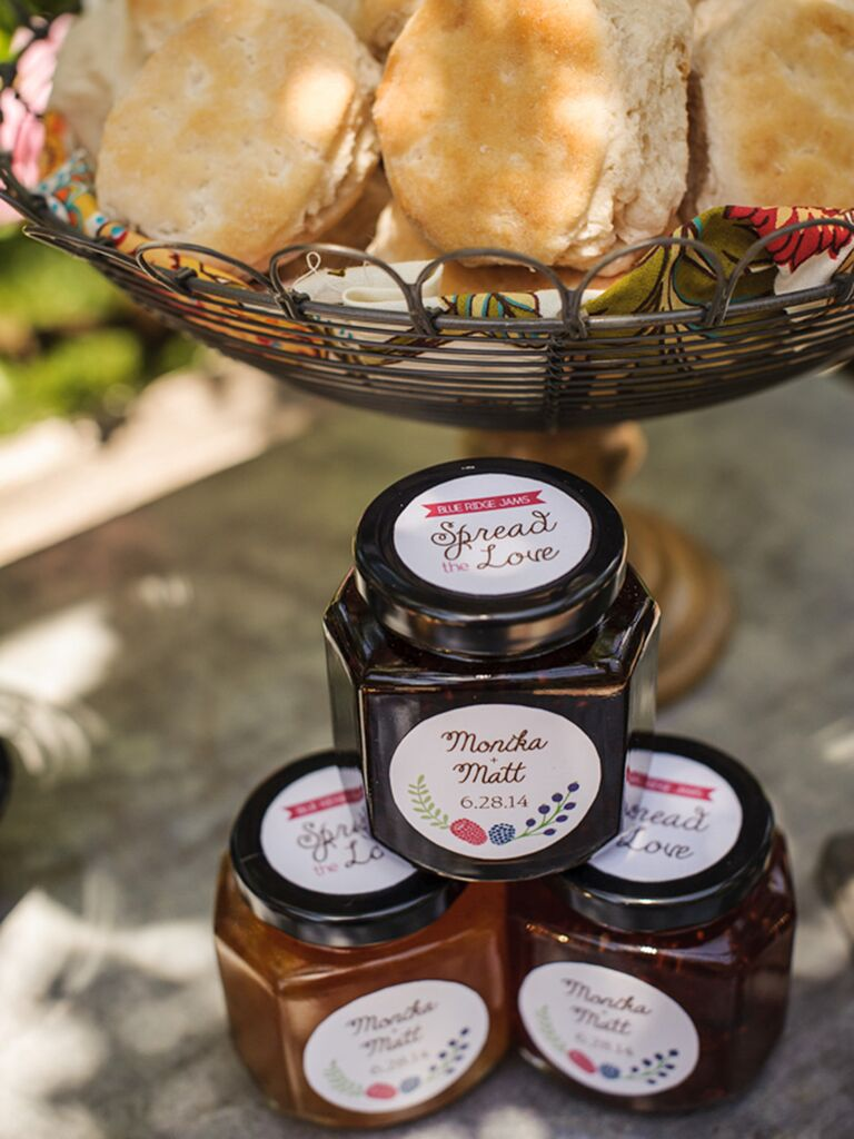 Personalized jam for a wedding brunch idea