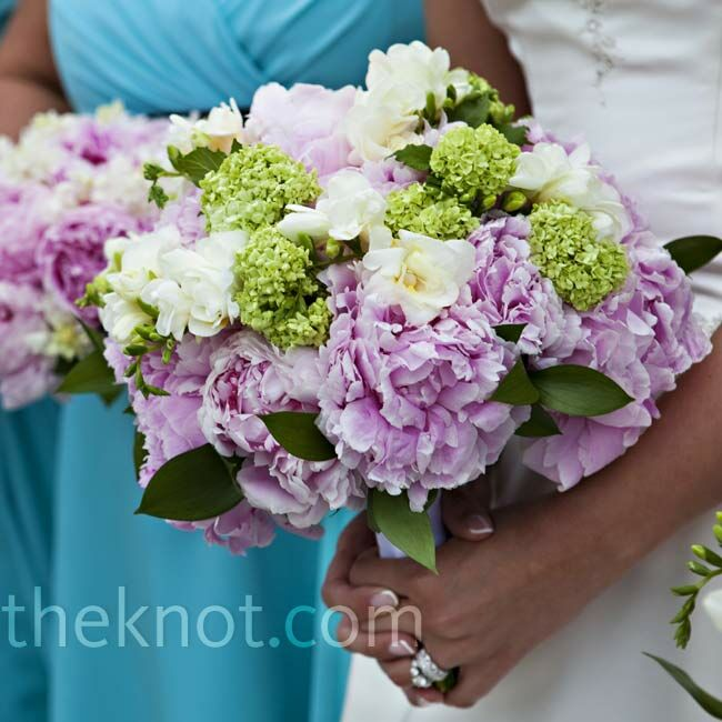 Like her bridesmaids, Lisa held a mix of freesia and peonies, but hydrangeas made her bouquet stand out.