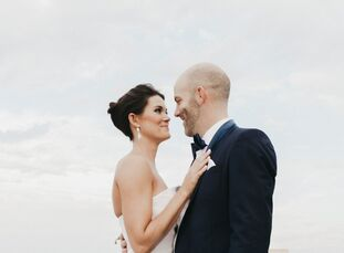"Sarah Madden and Luke Frieberg pulled off an effortlessly elegant affair with a sleek, modern edge. ""We wanted the skyline of Des Moines in the backgr"