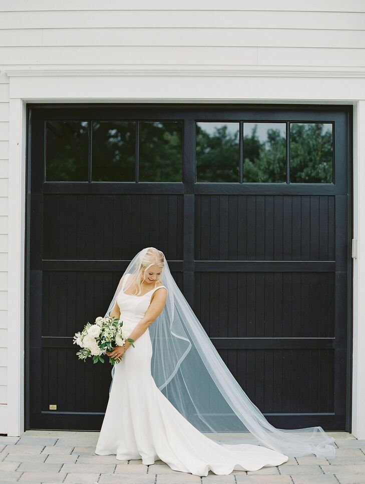 Bride with Long Veil at Wye River Estate Wedding