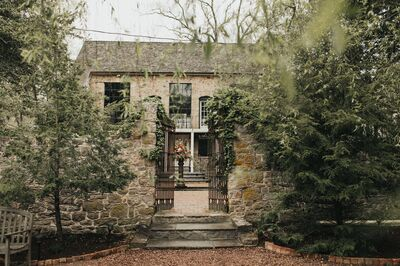 HollyHedge Estate