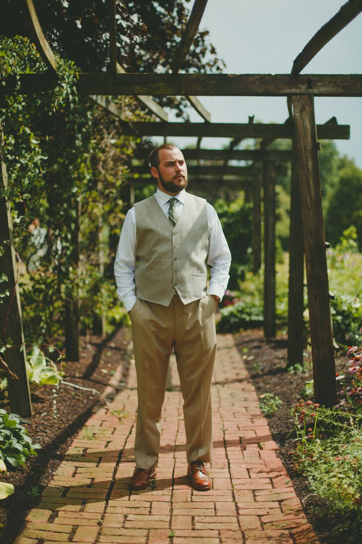 "Michael wore tan pants, a white button-down shirt, a wool vest, and a green paisley tie. The groomsmen wore the same outfit with tan ties. ""No jackets for the groom's party,"" Natalie says."