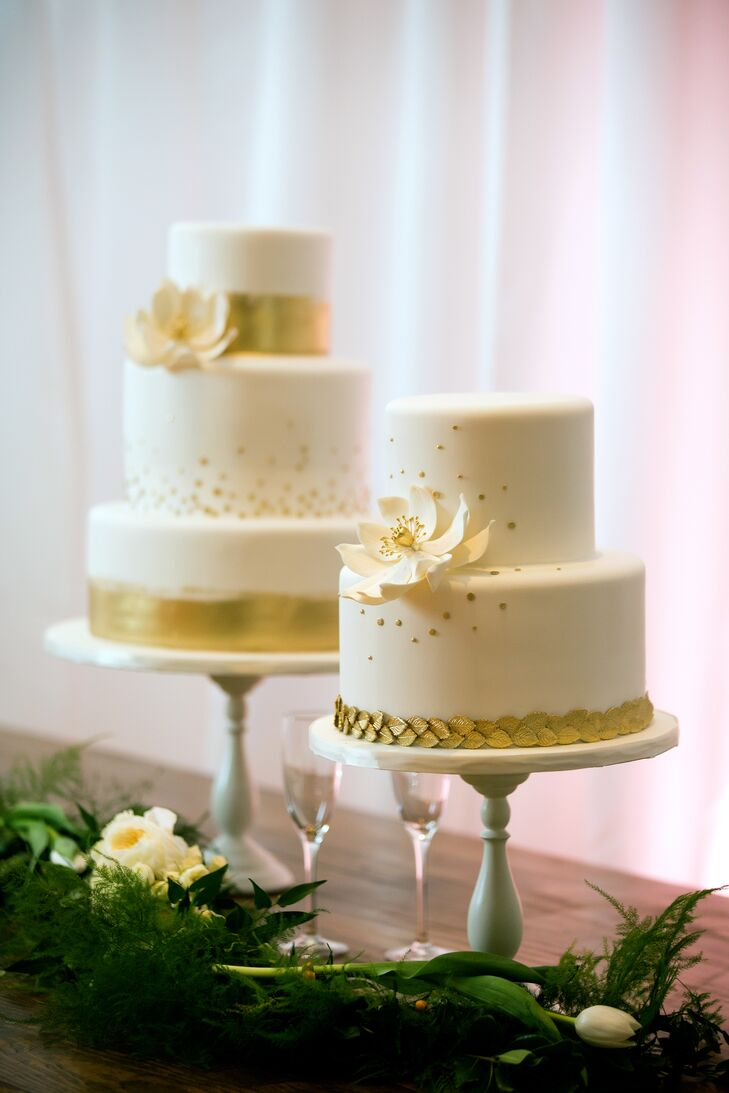 Metallic gold details, including brush strokes, leaves and pearls, decorated the three wedding cakes. Ivory sugar flowers added a chic touch.