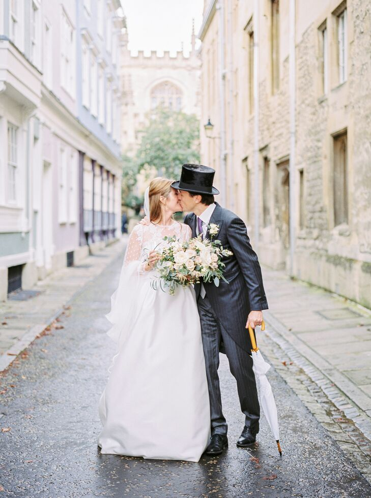 Beanie and Gawein Geraedts tied the knot in the Cotswolds in an elegant, modern affair laced with quintessentially British flair. The day kicked off w