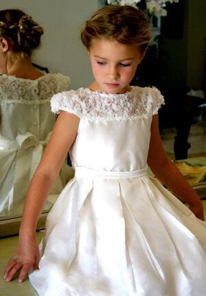 Isabel Garretón Bouquet of Roses White Flower Girl Dress