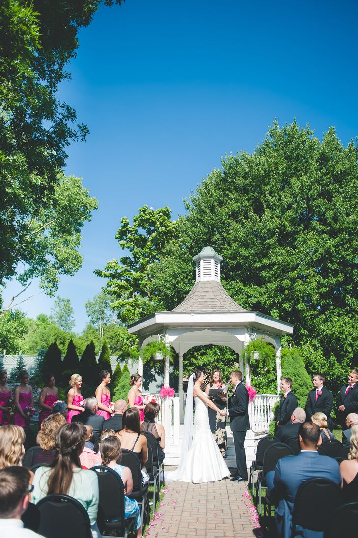 Jaycie and Andy got married near the gazebo outside at the Holland Gardens in Holland, Ohio.