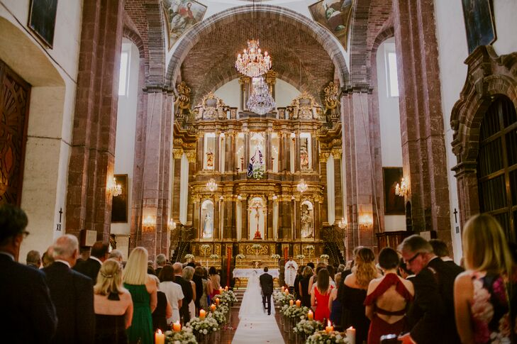 Before Marian and Dillion kicked off the fun-filled festivities at Instituto Allende, the pair gathered their families and friends at Templo de la Inmaculada Concepcion for a Catholic ceremony in San Miguel de Allende, Mexico. The couple even incorporated a traditional Mexican wedding custom into the proceeding—the exchanging of arras, or coins, which symbolizes their new life together and all that it entails.