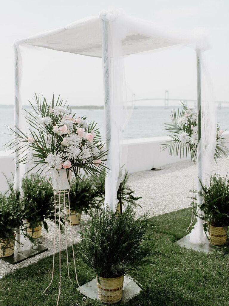 how to choose wedding vendor beach wedding