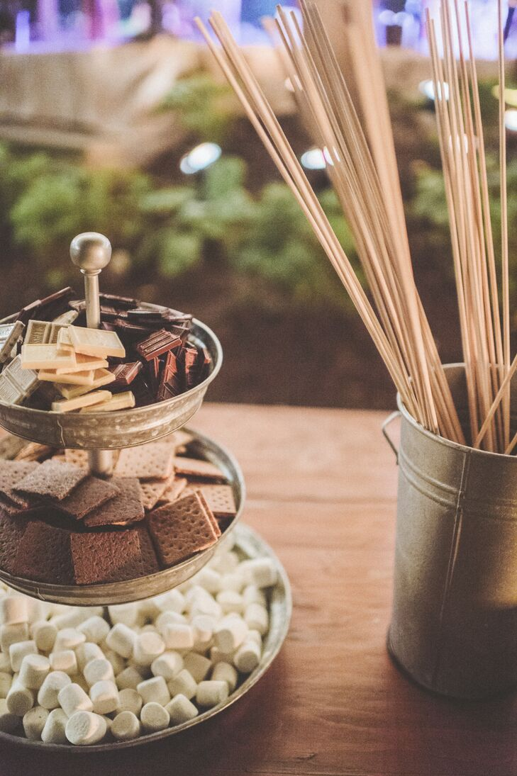 In addition to lawn games and a photo booth, the couple provided guests with a campfire and a s'mores station, where they could satisfy their sweet tooth throughout the evening.