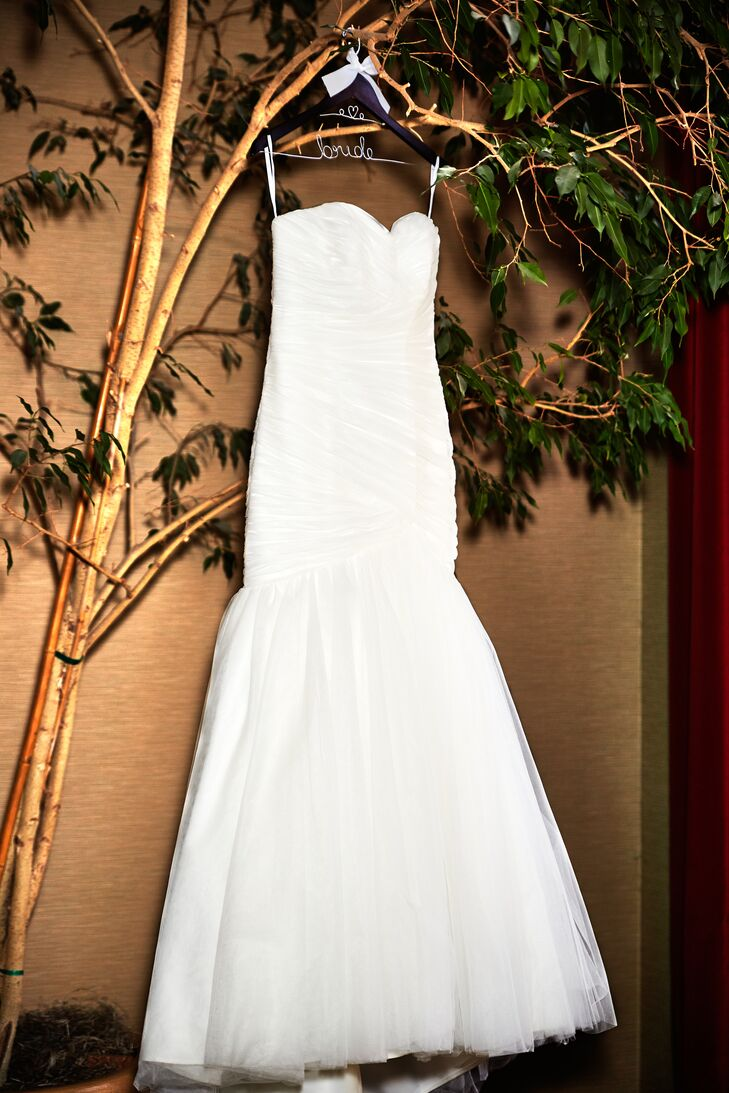 Shirley wore a strapless ivory wedding dress with a mermaid style.