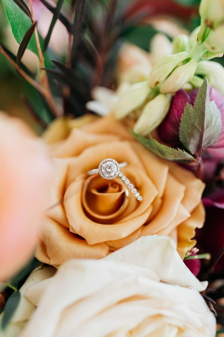 Classic Round Diamond Halo Engagement Ring and Wedding Band in Roses