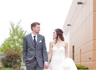 Using a plum, peach and ivory color palette, Emily Allums (23 and a physician assistant graduate student) and Karl Lindblad (24 and an athletic traine