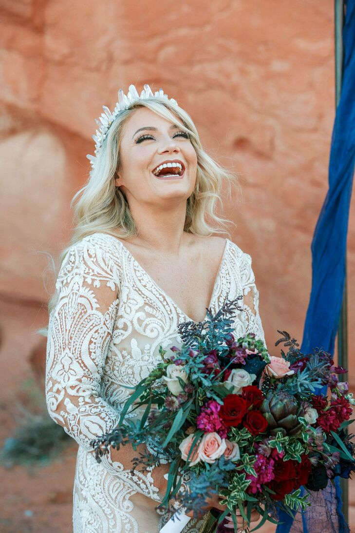 Rustic-Modern Bride with Moody Bouquet and Lace Dress