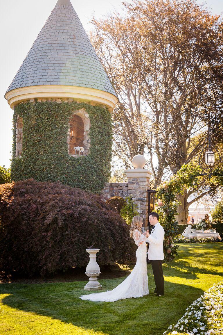 Outdoor bride and groom portait