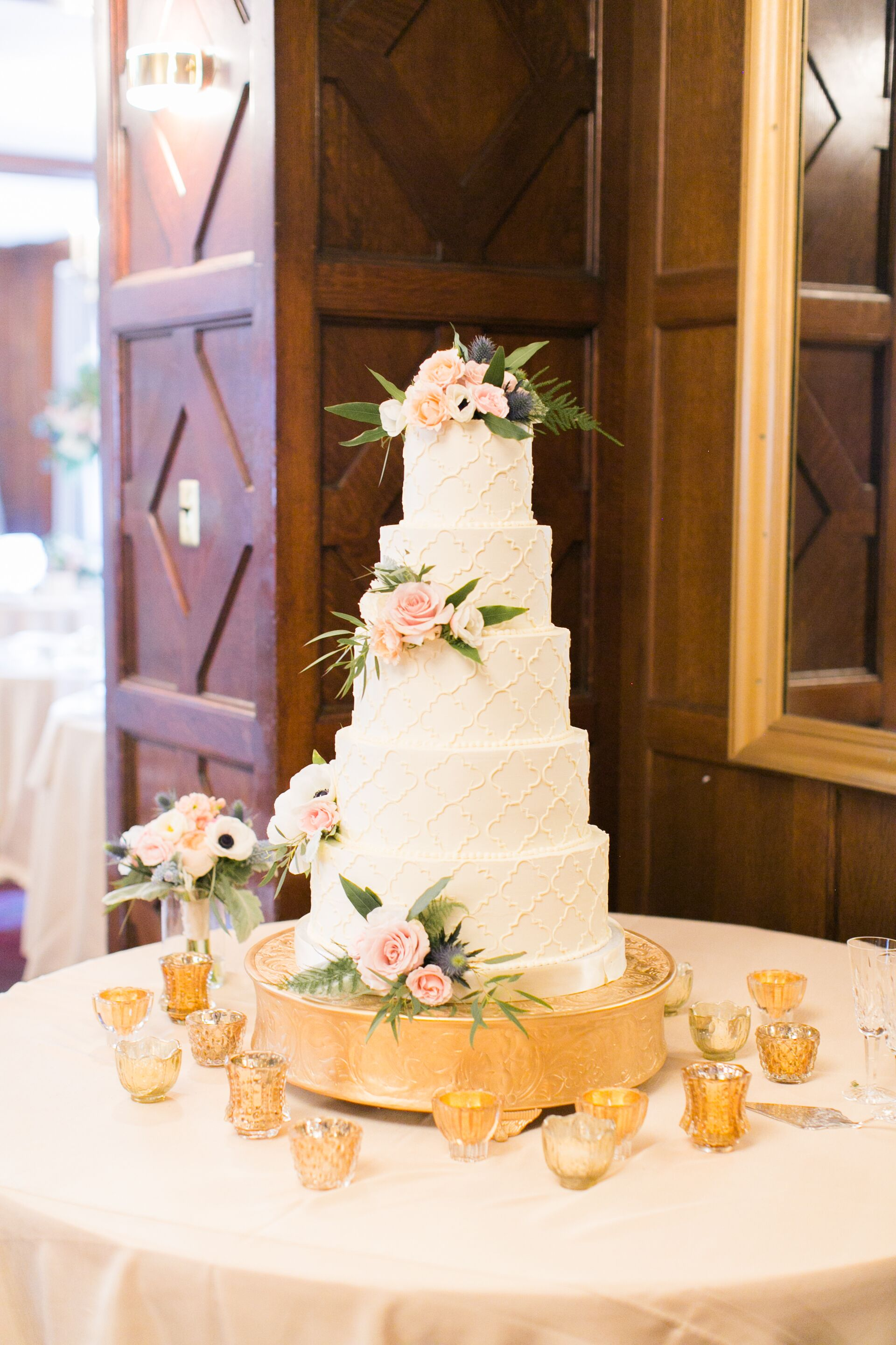 Wedding Cake Bakeries In Columbia Mo The Knot