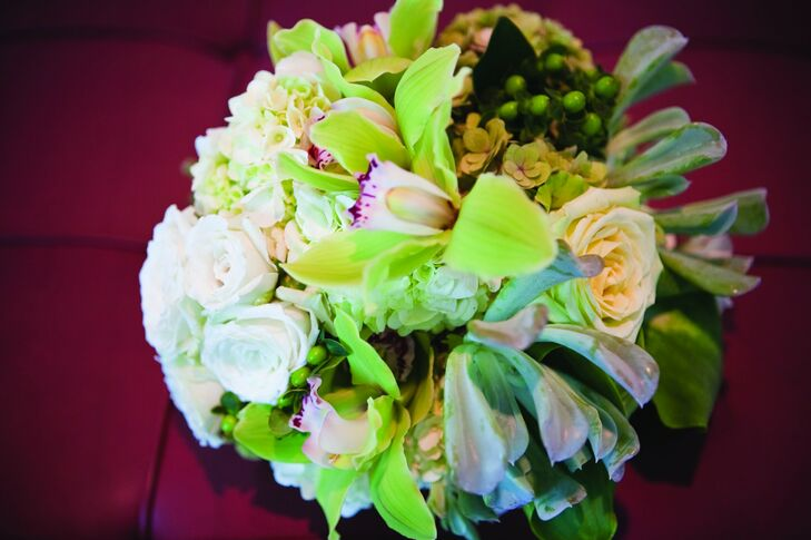 Carisa carried a green and white textured bouquet.