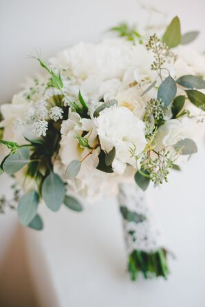 Loose, Textured Bridal Bouquet