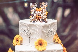 DIY Cake Topper With Buttons