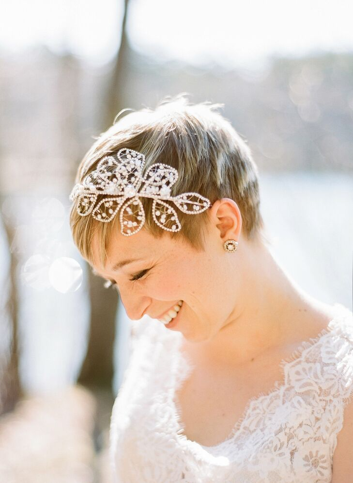Kennan wore a vintage-inspired pearl petal headband.