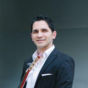 Los Angeles, CA Classical Guitarist | Tavi Jinariu, Los Angeles Classical Guitarist
