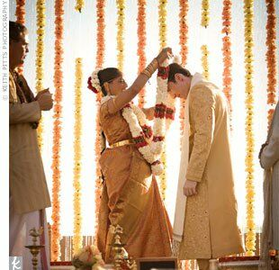 With the desert sun setting behind them, the couple exchanged garlands under an orange mandap (part of the traditional Hindu wedding ceremony).