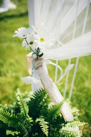 White Daisy Wedding Arch Decor