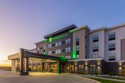 Holiday Inn & Suites - Bien Venu Event Center