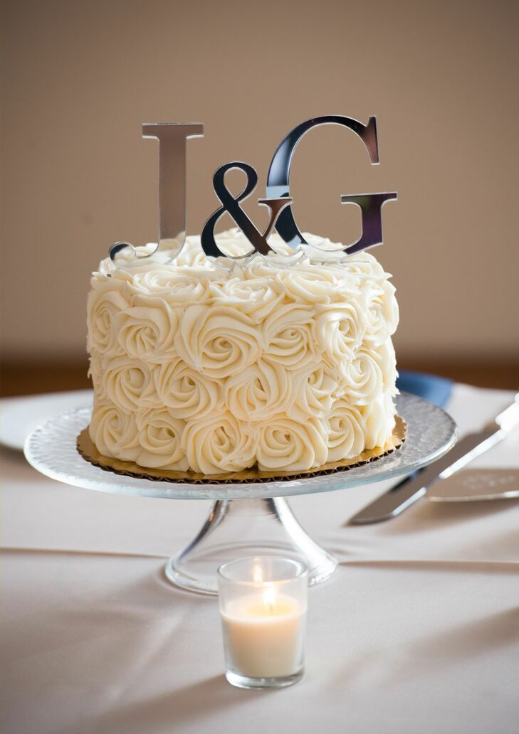 Single Tier White Cake With Rose Design Frosting