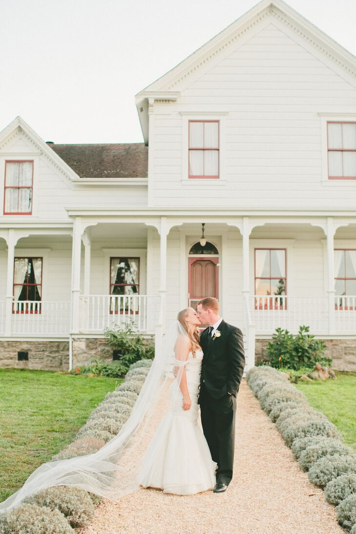 What better place to create a welcoming, natural vibe for a wedding than in the comfort of a backyard—especially like this one, on the family-run Olym