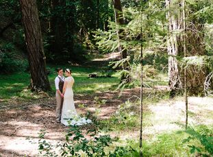 Completely surrounded by the woodland and lakefront, guests experienced the ultimate relaxation at this outdoor, simplistic wedding with vintage detai