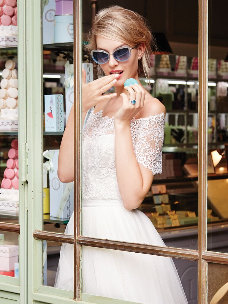 Light blue sunglasses for an edgy bridal style