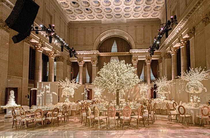 Glamorous White-and-Gold Reception Décorat Cipriani Wall Street in New York City