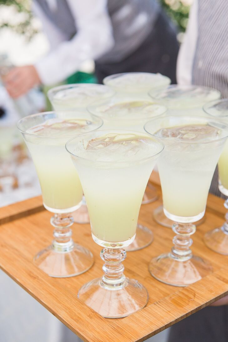 Guests were served refreshing lemonade during the cocktail hour at Beaulieu Garden in Rutherford, California.