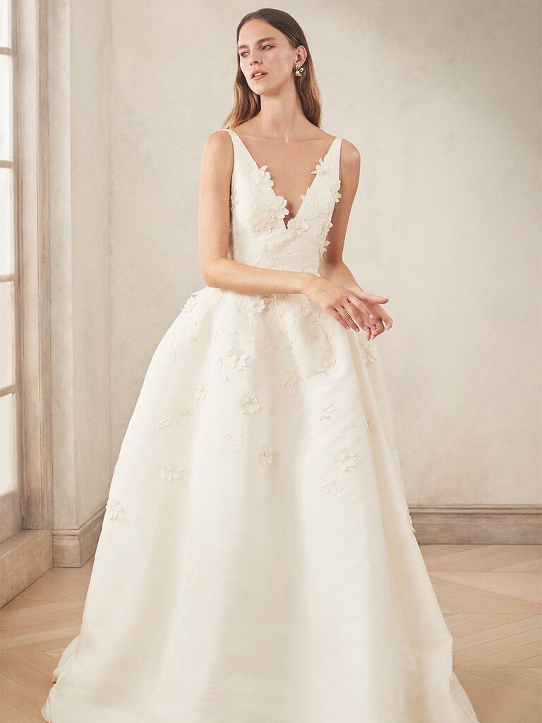 oscar de la renta strapelss gown with plunging v neckline