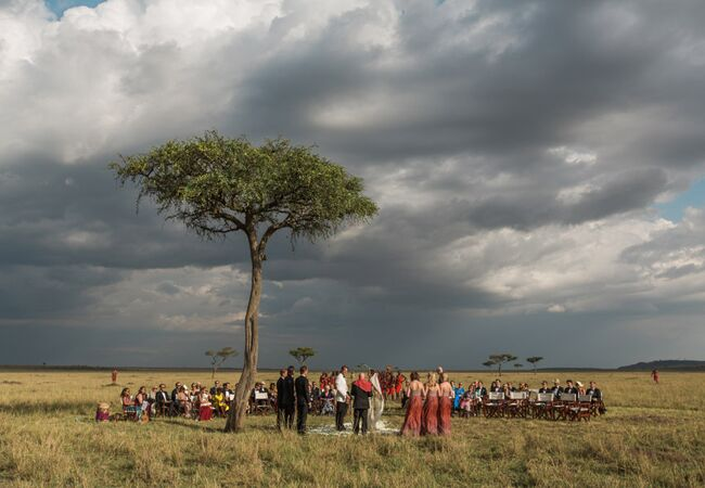 outdoor masai mara wedding ceremony | Jonas Peterson | The Knot blog