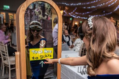 Retro Mirror Photo Booth / Caricatures