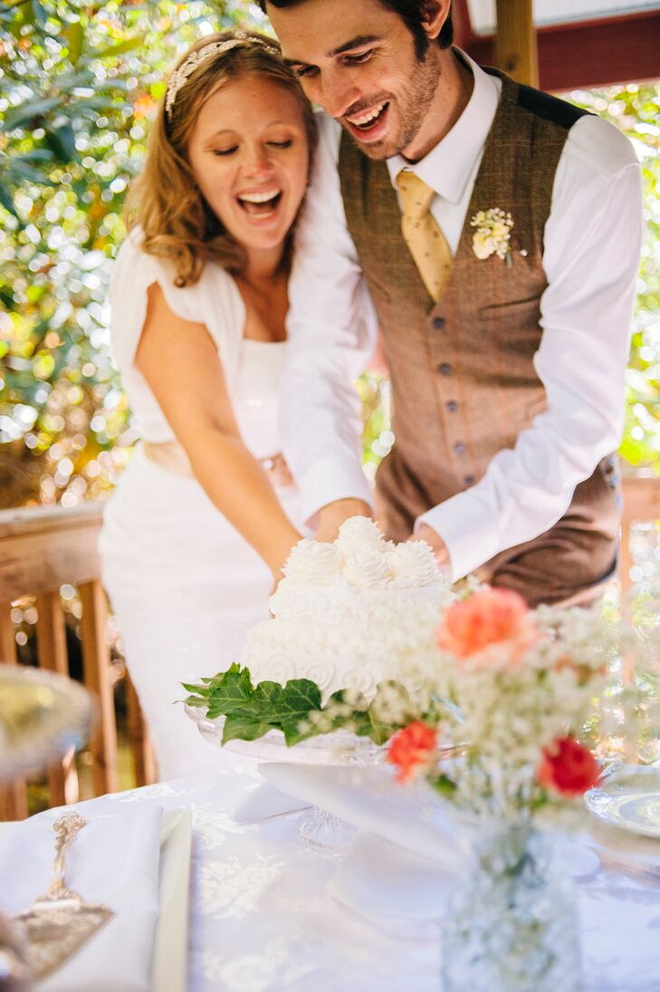 In lieu of a traditional reception, Sarah, Daniel and their daughter had an intimate celebratory dinner at a farm-to-table restaurant nearby, complete with a single tier wedding cake.