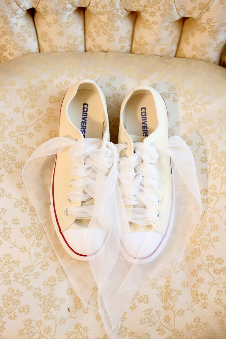 065525b38b21 The bride stayed comfortable walking down the aisle in these Converse kicks  with mesh laces.