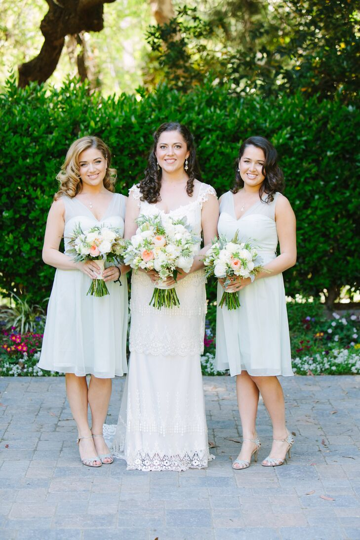 9522400b74 Jessica stood in the middle of her two bridesmaids