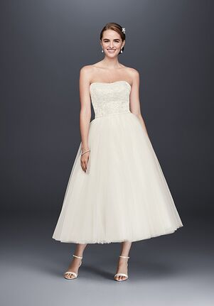 63a2a95d0e David's Bridal WG3876 A-Line Wedding Dress