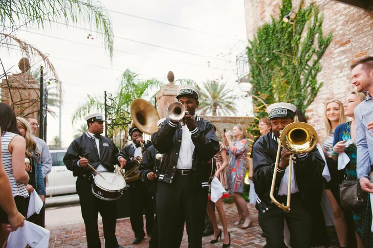 After the first dance, a brass band burst through the gates and surprised everyone with a lively performance.