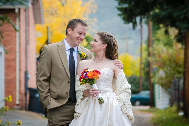 Jenny White (31 and a kindergarten teacher) and Mark Magee (35 and a middle school dean of students) were inspired by the fall season for their intima
